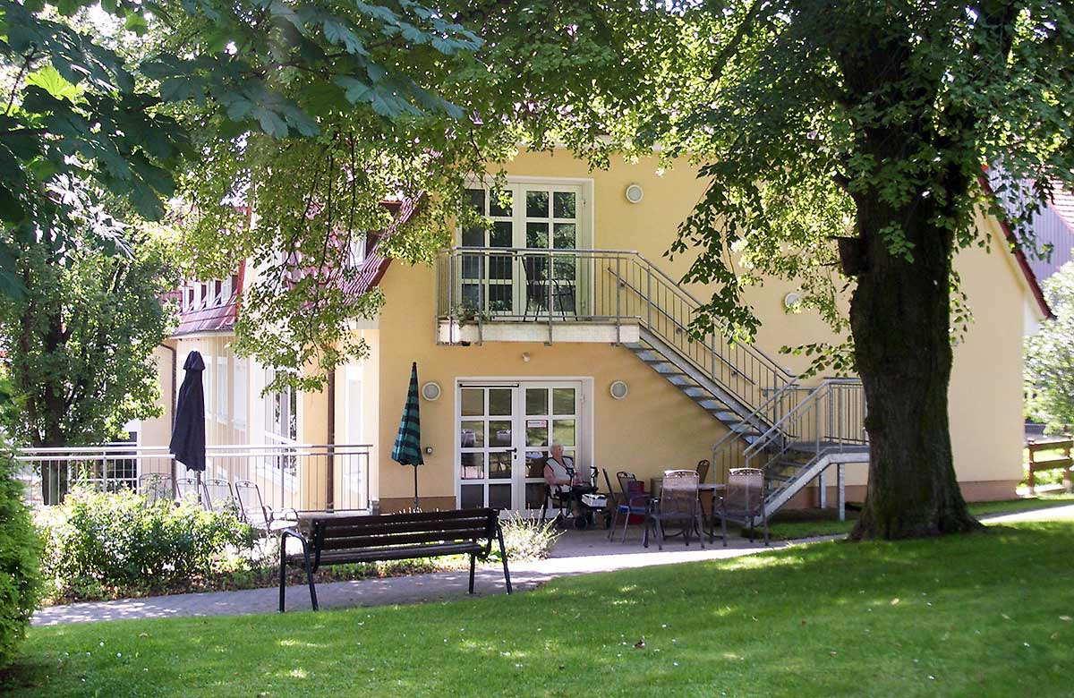 """Ansicht des Altenpflegezentrum """"Karlshof"""" in Birkenfelde"""