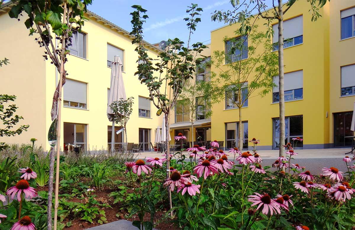 """Ansicht des Altenpflegezentrum """"Hl. Louise"""" in Dingelstädt"""