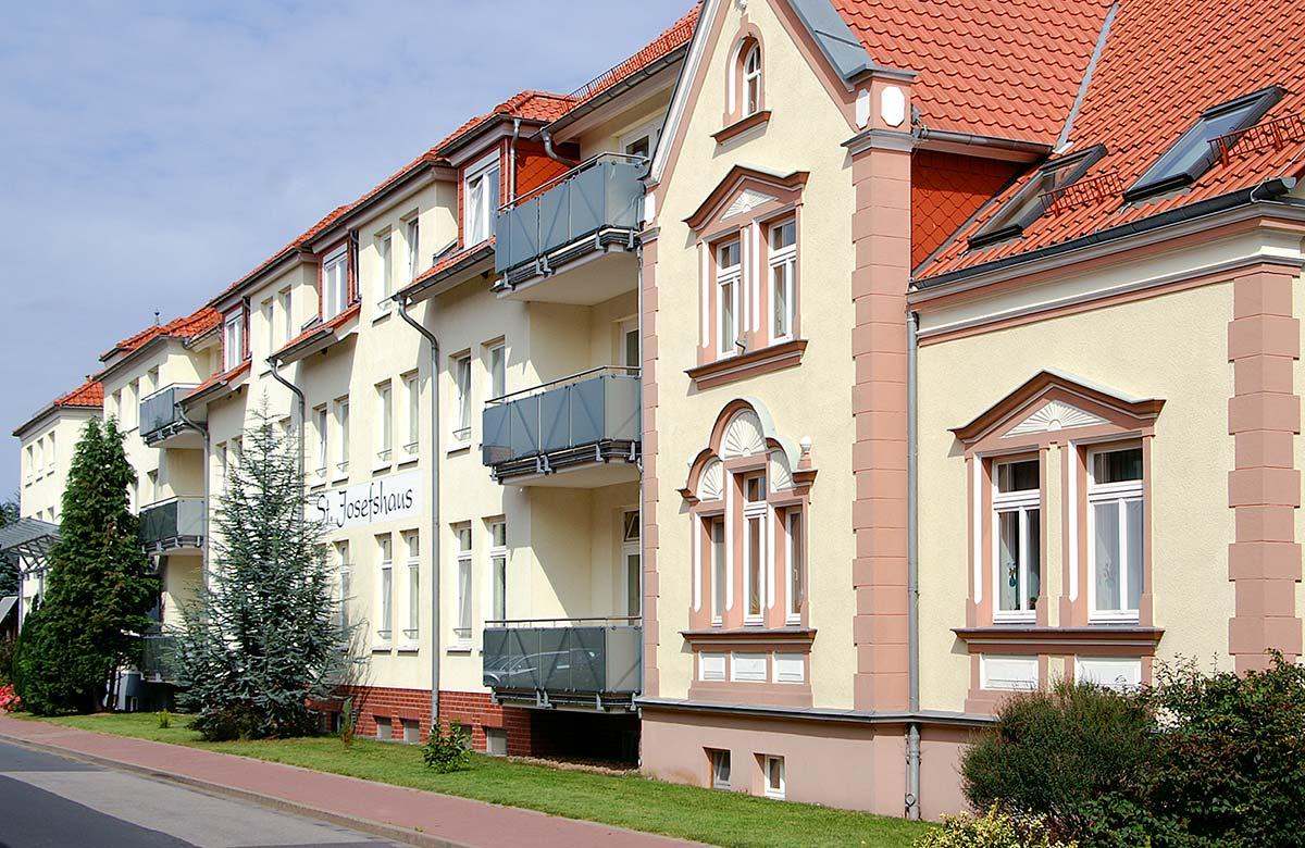 """Ansicht des Altenpflegezentrum """"St. Josefshaus"""" in Niederorschel"""